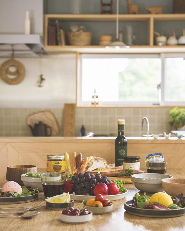 食卓とキッチン